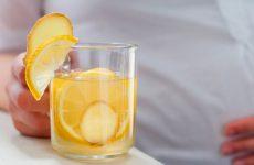 Лимон, помічник при нудоті: як приготувати, властивості