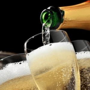 Отруєння шампанським: симптоми та перша допомога, що робити