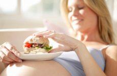 При вагітності блювання з кров'ю: причини, перша допомога