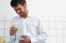 Нудота з блюванням при гастриті: як позбутися, що прийняти