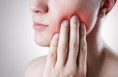 Зуб мудрості росте і болить десна