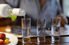 Отруєння горілкою: що робити в домашніх умовах, методи лікування