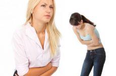 Симптомами харчового отруєння є біль у животі, нудота і блювота
