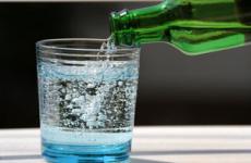 Користь і шкода газованої води для організму дитини або дорослого