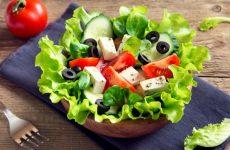Грецький салат: калорійність, БЖУ на 100 грамів, користь при схудненні
