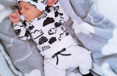 Як визначитися з розміром одягу для новонароджених