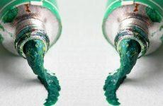 Як відтерти фарбу з одягу: засохлу масляну і акрилову