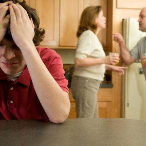 Важкий підліток: 6 ознак проблемного тінейджера і 10 правил поведінки для батьків