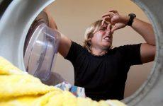Звідки з'являється неприємний запах в пральній машині і як від нього позбутися