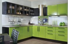 Кухонний гарнітур з різних шафок