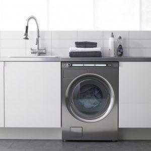 Пральна машина на кухні: плюси і мінуси