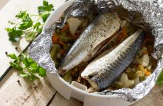Рецепти скумбрії з овочами у фользі в духовці