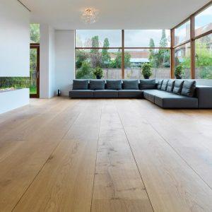 Секрети правильного догляду за підлогою з дерев'яної дошки