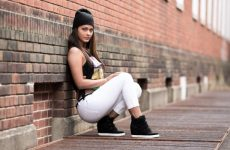 Штани чінос: історія та особливості носіння. Чи можна носити чінос з взуттям на високому каблуці?