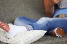 Часто трапляється нога при ходьбі в щиколотці, гомілкостопі і коліні: причини, що робити і як лікувати