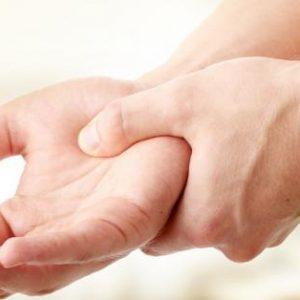 Німіють пальці на руках мізинці: причини і лікування за допомогою методів мануальної терапії