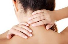Сильний хрускіт в шиї при поворотах голови: чому виникає і як можна вилікувати мануальною терапією
