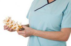 Стеноз каналу хребта: причини та симптоми, методи лікування без операції за допомогою мануальної терапії