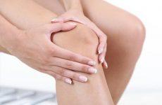 Тверда шишка на коліні спереду і ззаду, з боків: що робити, якщо вона з'явилася, як лікувати за допомогою мануальної терапії