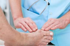 Випирає кістка на нозі: причини і лікування