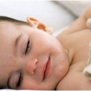 Дитина сильно потіє: причини