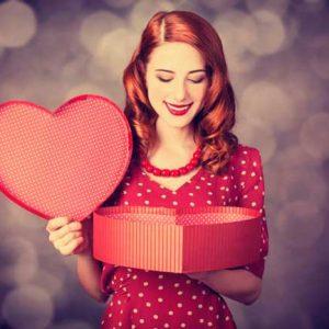 Що подарувати дівчині на день народження – список ідей, оригінальні збірки подарунків