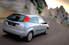 Задня підрулювальна підвіска автомобіля як одна з основних опцій, що забезпечують керованість