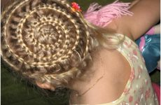 Зачіски для дівчаток в садок за 5 хвилин