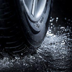Особливості вибору дощових шин для авто