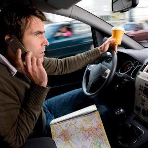 Мобільний телефон за кермом: правові аспекти