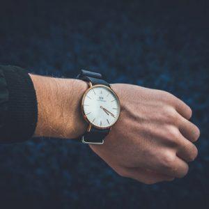 Можна дарувати годинник на день народження чоловікові, чоловікові, хлопцеві – поради і пояснення прикмети