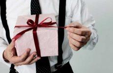 Що подарувати хлопцеві на день народження – список ідей оригінальних подарунків