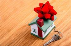 Що подарувати на новосілля – ідеї оригінальних подарунків новоселам