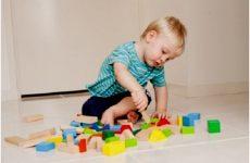Розвиток дитини в 1 рік 8 місяців
