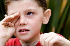 Дитина часто кліпає очима: причини