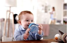 Як привчити дитину пити воду