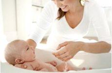 Як мити голову новонародженого