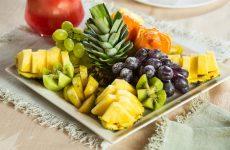 Фруктова нарізка на святковий стіл: фото, ідеї, як оформити фруктову нарізку
