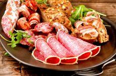 Нарізки з ковбаси – фото: ковбасна нарізка – ідеї оформлення на святковий стіл