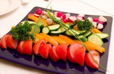 Овочева нарізка, овочеве асорті, овочева тарілка – фото ідеї оформлення нарізки з овочів