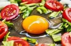 12 рецептів з яєць, швидкий сніданок, легкий обід, смачні і корисні страви