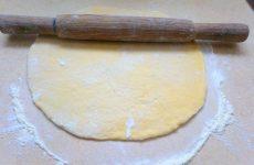 Хрустке тісто для піци: рецепти з фото на дріжджах і без них