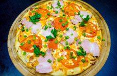 Піца з карбонатом і помідорами: рецепт з фото