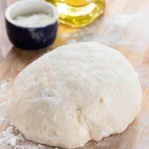 Просте тісто на піцу на воді: найлегший рецепт