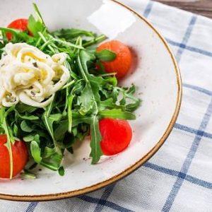 Рецепти вітамінних салатів на цілий рік, щоб скинути зайву вагу