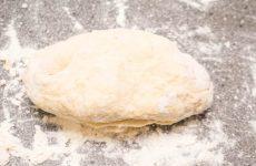 Тісто для піци без дріжджів: рецепти за 5 хвилин з фото і відео, авторський рецепт рідкої основи або дріжджовий з медом для мікрохвильовки