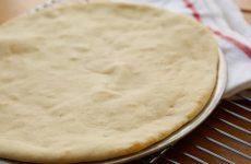 Тісто для піци на кисляку: рецепти з дріжджами і без