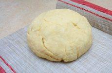Сирне тісто для піци: рецепт з фото покроково найсмачнішою основи, без дріжджів і з ними