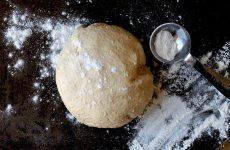 Заварне тісто для піци: рецепт з фото без дроожей на окропі і дріжджовий варіант