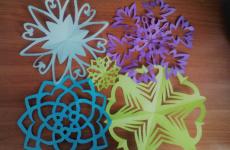 Як зробити сніжинку з паперу легко і красиво